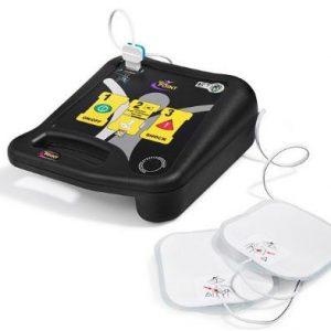 Defibrillatore semiautomatico Life-Point Pro AED con accessori e borsa.